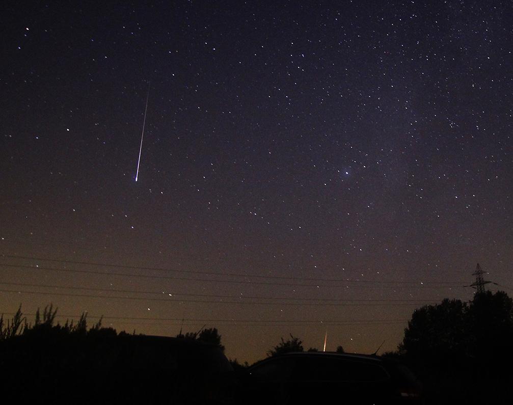 Twee perseïden, waargenomen vanuit Buisscheure in de nacht van 11 op 12 augustus, Noord-Frankrijk. Foto: Roy Keeris