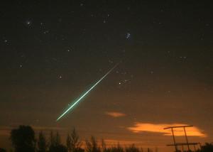 Heldere meteoor, ook wel vuurbol genoemd, tijdens de Perseïdennacht van 11 op 12 augustus, vanuit Buisscheure, Noord-Frankrijk. Foto: Roy Keeris